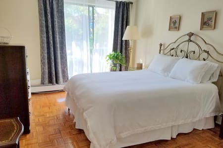 2 Bedroom by Bayside Train 21 mins from Manhattan
