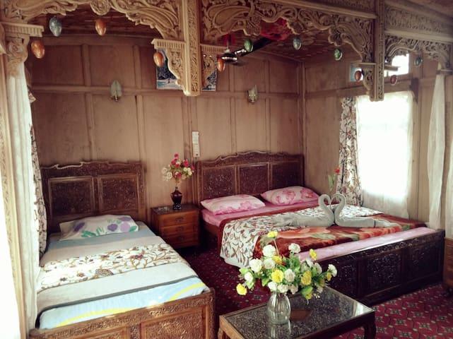 Triple BedRoom in Srinagar - Srinagar - Szoba reggelivel