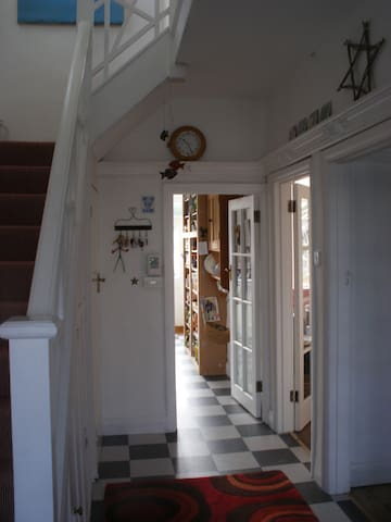 Private room in family home. - The Mumbles - Casa