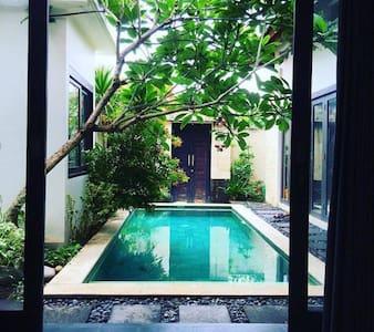 Modern Room In Spacious Villa - Kuta - Villa