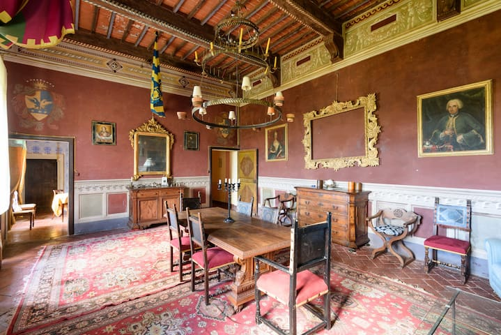 Castello Montelifré. Liutfredo Room