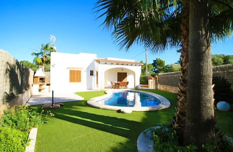 Villa in Cala Llombards at 1km from the beach