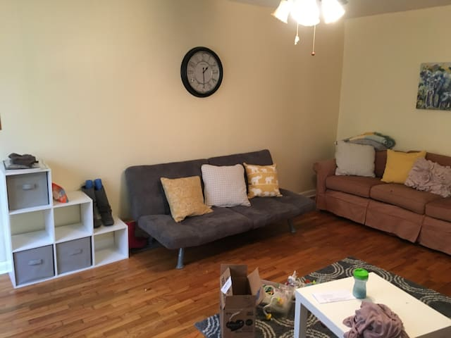 Toddler Friendly Stay 3 Blocks from Campus