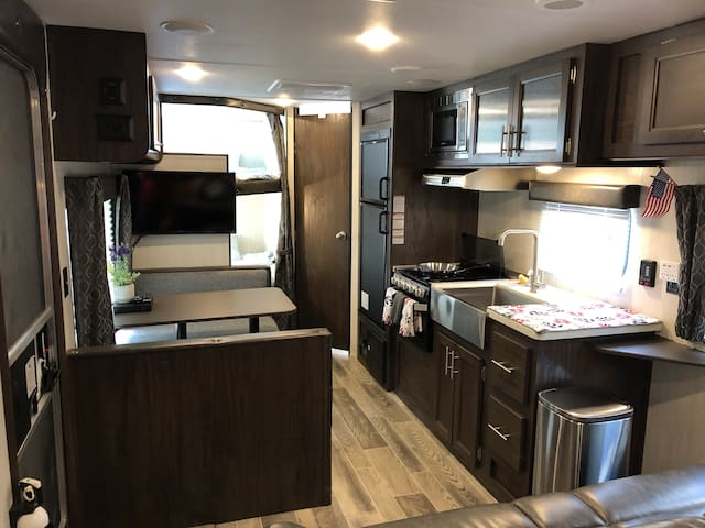 Heart of Houston - Urban RV Experience: Sleeps 4