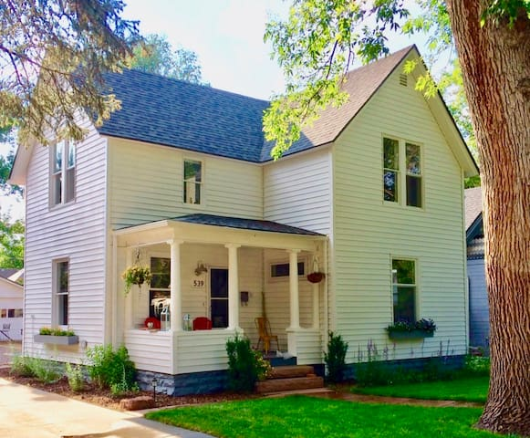 3 Blocks to Main St Longmont - Immaculate!