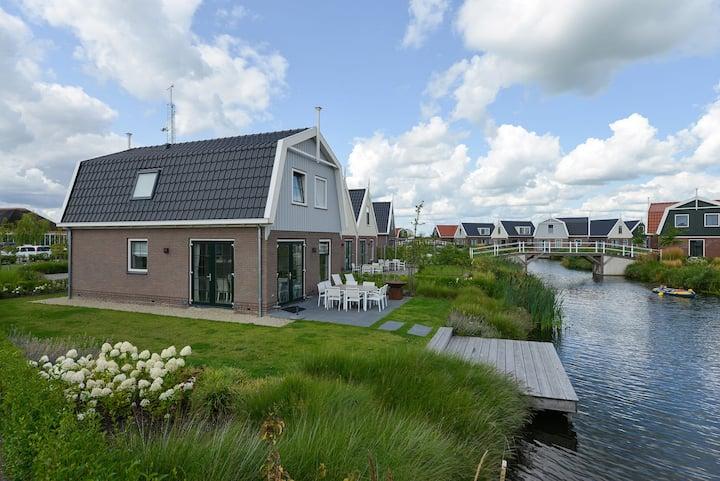 Bungalow in Uitdam close to Amsterdam & Volendam