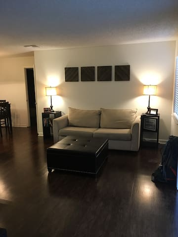Immaculate Home Private Bed/Bath, Hardwood Floors - Tallahassee - Apartmen