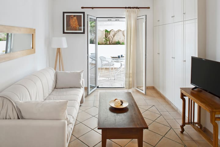 Stylish cozy apartment close to the beach