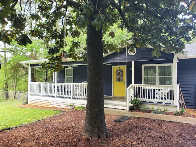 Blueberry Hill Cottage Near the Lake