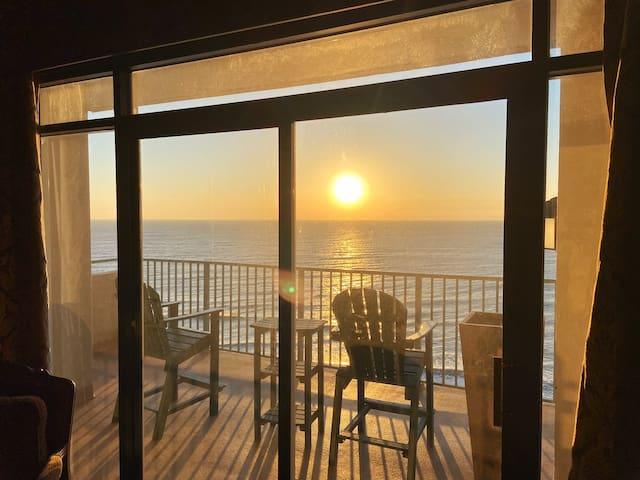 Beautiful oceanfront 2 bedroom, 2 bathroom condo.