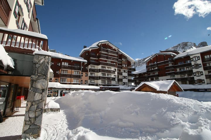 "Tignes 2100 -  Vue pistes - Appart "" ski au pied """