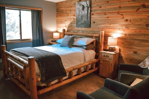 Spruce Queen Room at Juniper Mountain House