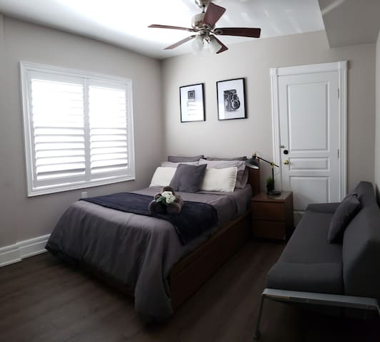 Upgraded, with newly renovated floors, fresh paint, and decorations. -100% cotton sheets -Central air and heat