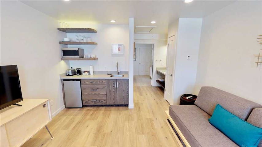 Brand new. Walking distance to shops and restaurants - Slot Canyon B