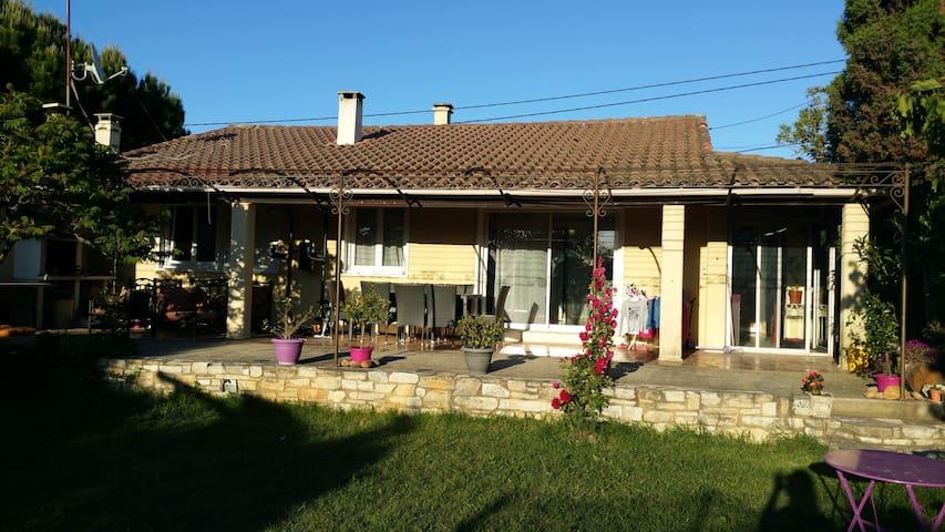 Maison de campagne au milieu des vignes - Saint-Geniès-de-Comolas