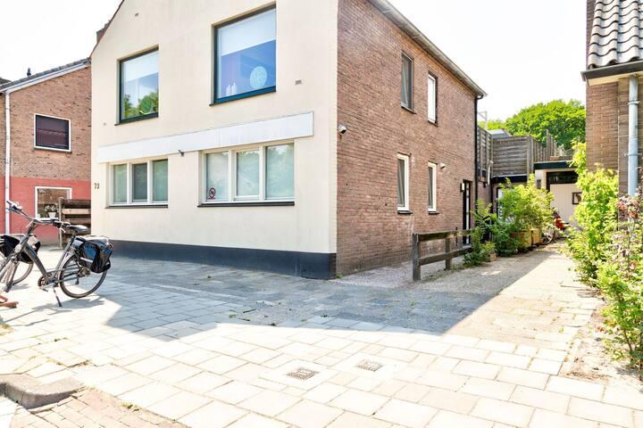 Comfortabel appartement in Noord-Holland met dakterras