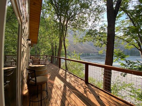 Salmon River View - Hunters and Fishers Welcome!