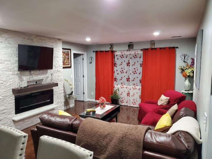 3 bed room apartment close to ny city, parking
