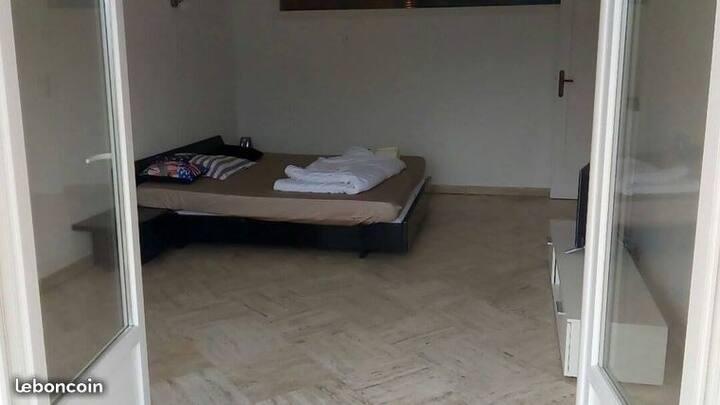 Chambre pour  saisonnier à 1 km de Cannes centre