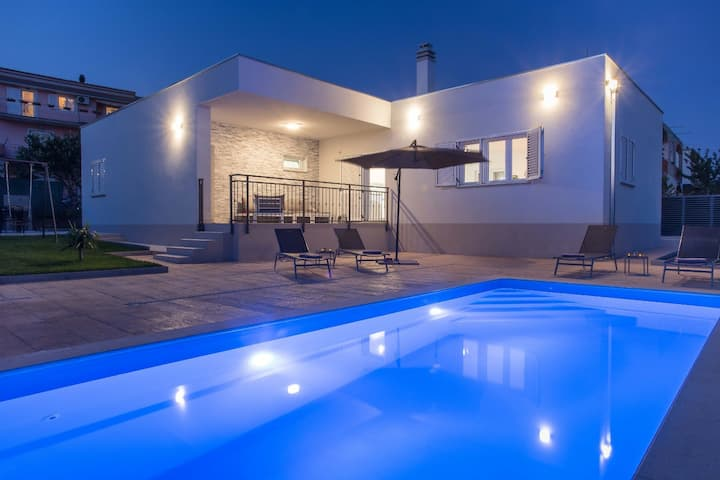 Villa Emanuela with private pool and BBQ