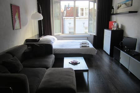 Studio Apartment in old city centre - Middelburg - Apartemen