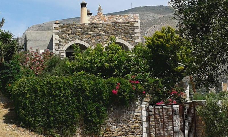 Calliope - Kiparissos - Huis