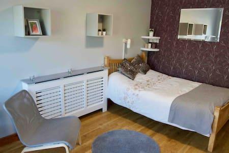 Spacious Double Room w/ En-Suite