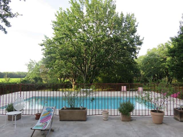 Chambre 6 couchages dans mas avec piscine