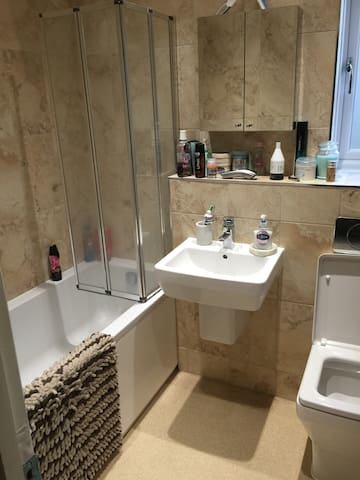 Double room in Canterbury area - Chartham