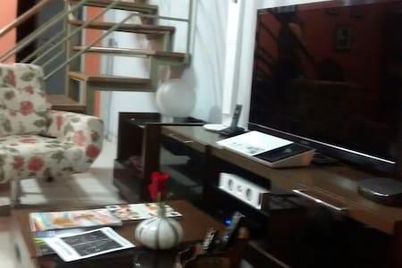 casa  colonial  3  quartos, garagem - Vaz Lobo
