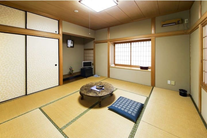 A Homey Japanese Ryokan Hotel surrounded by mountains of Yoshino, Nara. Breakfast and Dinner Included【2 pax】奈良吉野の老舗旅館