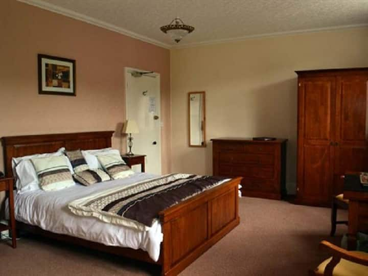 Family room-Private Bathroom-Room 3-Breakfast Included