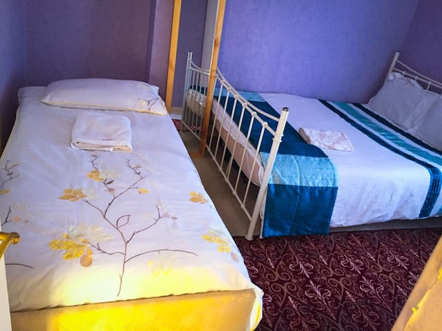 Comfortable double room with 2 beds double+single