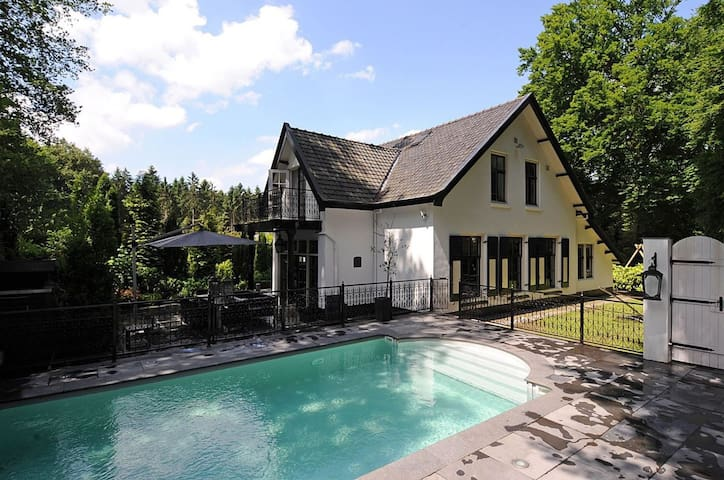 Romantic Forest Villa near Amsterdam, private pool - Baarn - House