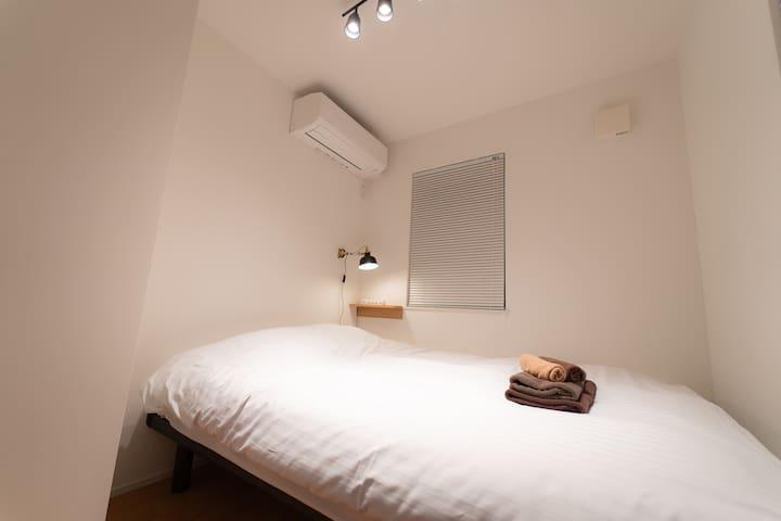 1F : 寝室3 / Bedroom 3