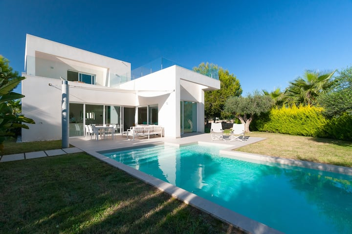 Modern villa in Las Colinas Golf with heated pool