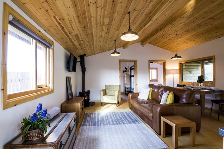 Laurel Lodge - 2 Bedroom Log Cabin - St Florence - Tenby