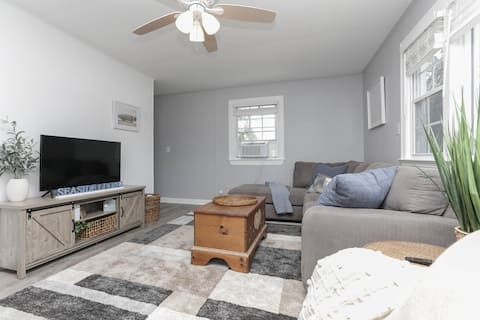 GORGEOUSLY RENOVATED APT STEPS AWAY FROM THE BEACH