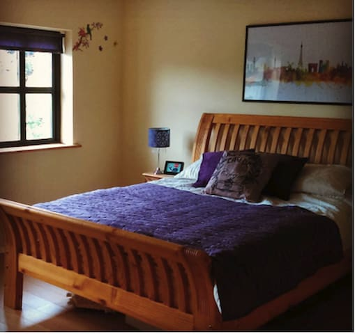 Ensuite room only 20 minutes from Galway
