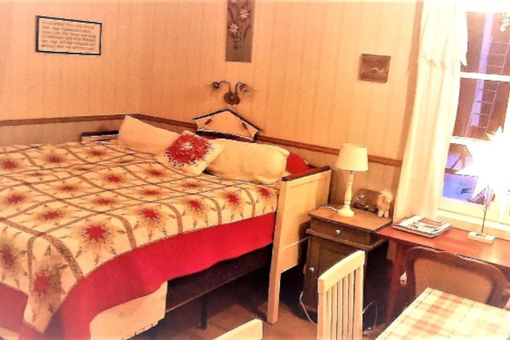 The double bed , here in christmas edition, is cozy and the environment calm and silent.