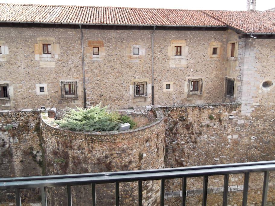 Vistas desde el balcón a las Murallas Romanas.
