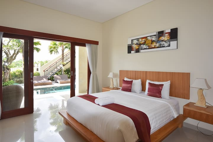 SPACIOUS bedroom + shared swimming pool in Canggu