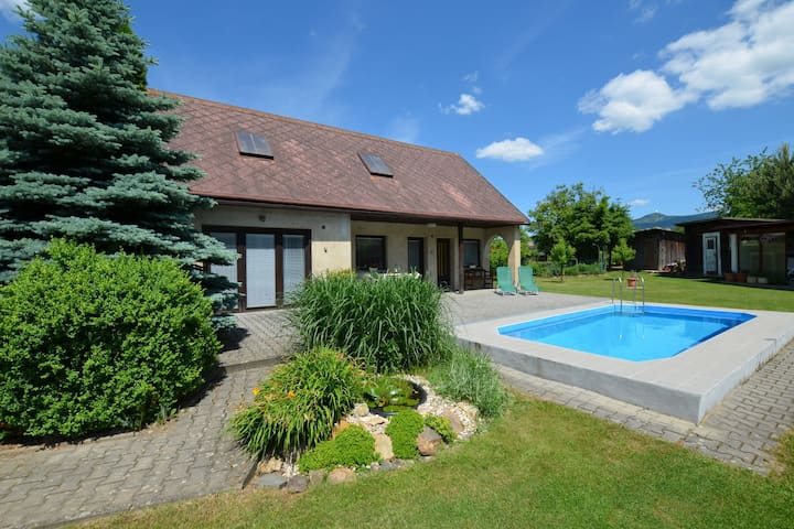 Cozy detached cottage with swimming pool and covered terrace