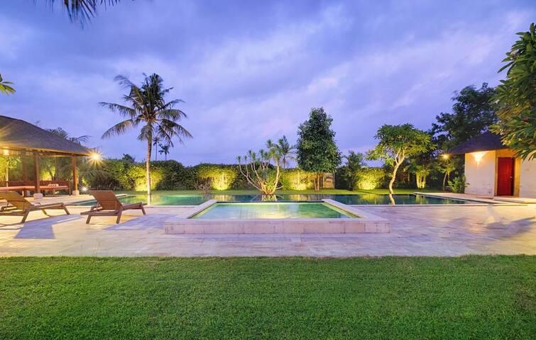 5 BR private pool Villa+Breakfast+Luxury Amenities