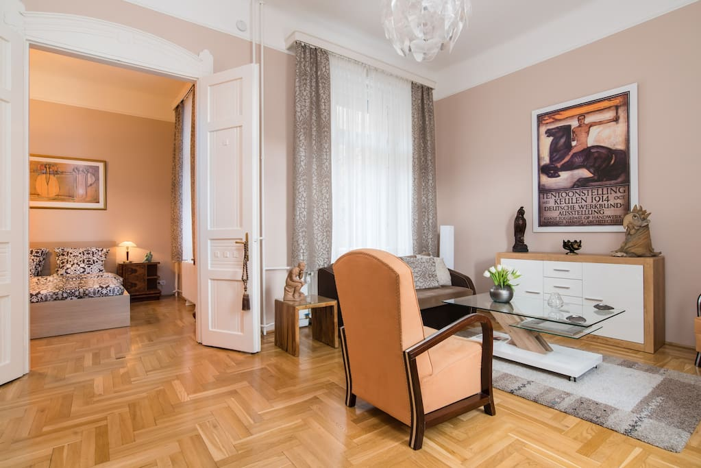 Livingroom with double door to the bedroom