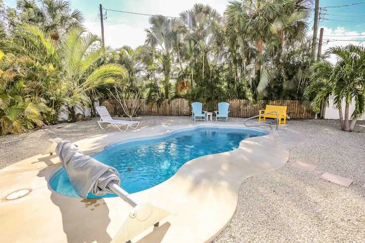 Tropical Paradise Pool Home With Tiki Hut Seconds To The Beach