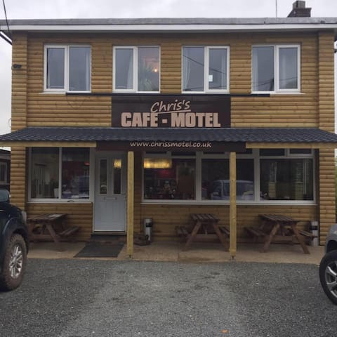 Motel with a Cafe