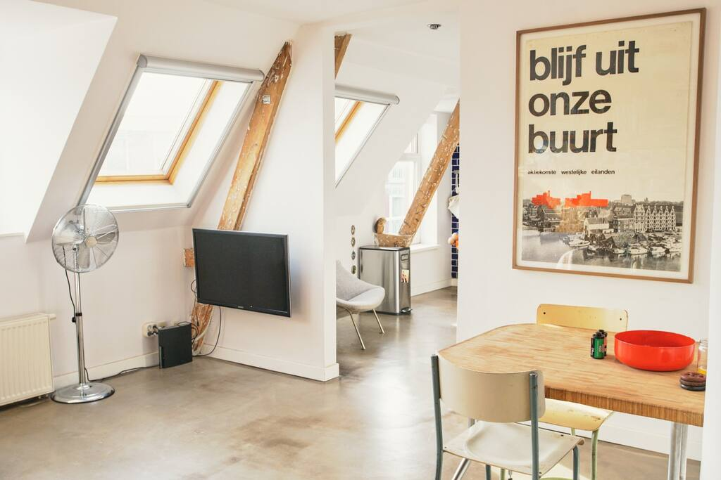 Livingroom / Dining-table / TV