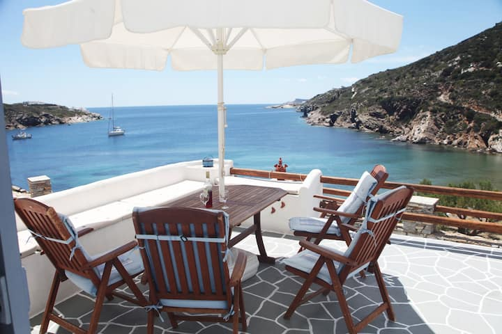 Seafront house in Glyfo beach, Sifnos