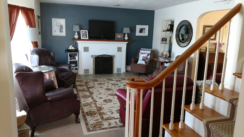 Lovely home close to airport - Montoursville - Дом